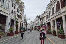 海口骑楼老街,是海口市一处最具特色的街道景观。其中最古老的建筑四牌楼建于南宋,至今有700多年历史。