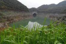 弄岩水库位于全州县东山瑶族乡大坪村委弄岩村旁,也叫弄岩湖、盘龙湖。  ⛰【景点攻略】 📍详细地址:
