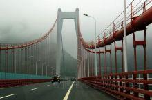 霸气而秀美的坝陵河大桥
