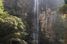 天台龙穿峡风景区位于天台县城的北部大约十八公里的白鹤镇境内。最后一段山路有点小,以山峰的险峻和幽深的