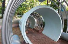 京士柏遊乐场,一个位處香港九龙油麻地京士柏山上之休闲遊园地,內裹包罗万有,有综合球場,有兒童遊园地,