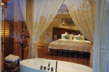 一年一度的回乡祭祖,今年订了这家肇庆星语湖居酒店,环境确实不错,古风的装修风格面向星湖,定的是湖景豪