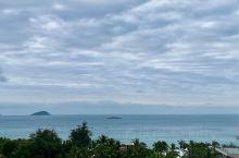 椰林树影,海风摇曳着热带风情,在冬季的时光里,盛夏着海边的气息。自认为三亚最干净、最美的一片旅游区,