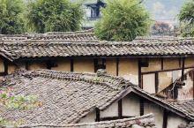 【阆中古城】 阆中古城 是中国四大古城之一,阆中古城有2300多年建筑历史,也是古代蜀国的军事重镇,