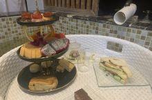 酒店汤池里的下午茶很特别^_^ 给个五星好评!
