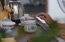 山水花园中庭品茶