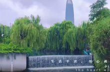 酒店门口的护城河