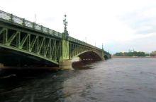 雄伟庞大、多功能的圣彼得堡涅瓦河大桥