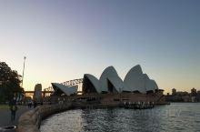 夕阳中的悉尼歌剧院,值得一探的建筑。
