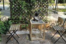 安静的小花园。