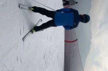 去涞源七山滑雪场滑雪, 姿势不是很优美, 只怨拍摄者跟不上我的节奏。