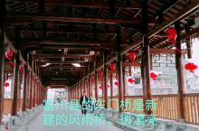 富川县的东门桥是新建的风雨桥,很漂亮,桥下的河上有一片石滩,适合玩水哦。