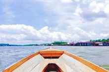 文莱河,两河交汇处的景象