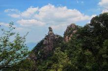 三清山又被称为小黄山~ 风景很棒,有种在大型盆景中游玩感~ 可惜没看到云海略有遗憾~