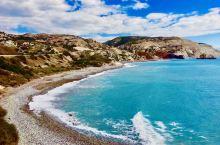 塞浦路斯,地中海上的迷人小岛。帕福斯、传说是爱神维纳斯的诞生地。她踏着海浪,从海浪声中款款而来,圆弧