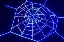 """阿姆斯特丹形如""""蜘蛛网"""",蜘蛛网的形状可以判定环境的污染状况,今年的灯光装置引发居民对环保的重视Am"""