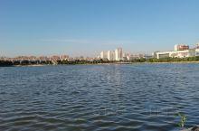 湖水清澈见底