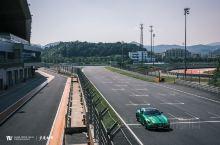 在竞驰生活AMG驾驶体验日上,开着绿魔下了赛道。这并不是一只容易控制的怪兽,4.0升V8双涡轮增压发