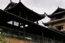 建于明万历年间的青龙桥,富川风雨桥群中很特别的一座