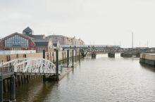 汉堡是一座水城,据说有超过2500座桥,是欧洲桥梁最多的城市。比威尼斯,伦敦和阿姆斯特丹加起来都要多