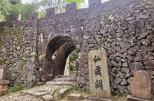 """仙霞关为中国古代关隘。古人称""""两浙之锁钥,入闽之咽喉"""",历来为兵家必争之地,与剑门关、函谷关、雁门关"""