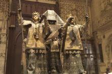 关于哥伦布 写在西班牙塞维利亚大教堂  在西班牙塞维利亚大教堂,航海家哥伦布的灵柩石棺由西班牙四个