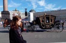 姑娘与马车