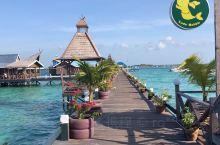 仙本那水屋选择的是性价比较高的新佳马达,建在海上的度假村,四面环海,环境小清新,每天伴着海景海风享用