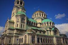 索非亚是保加利亚的政治、经济、文化中心,市区最大的公园——自由公园,是一座半人工半自然状态的公园,秀