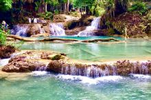 光西瀑布是琅勃拉邦最大的瀑布群。水沿山石倾泻而下,形成阶梯式的一个个小水池。四周丛林密布,池水清澈碧