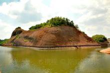 佛陀山(南岩寺)又名南岩佛窟或南岩佛洞。在江西弋阳国家重点风景名胜区龟峰二景区(南岩景区)内,其三面