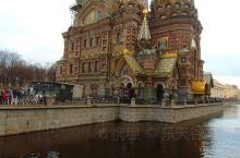 离开圣彼得堡的涅瓦河边,我们来到著名的滴血大教堂。滴血大教堂也被称为基督复活教堂和基督喋血教堂,建于