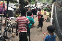 走进印度贫民窟,虽然物质匮乏,但每天开心