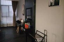房间大,干净整洁,周围环境不错,这地方也挺好找的