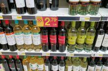波尔图超市里的便宜红酒