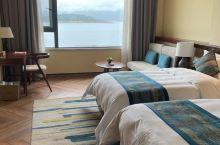 刚开始来酒店是看的位置和宣传,来住了后确实不错,依湖而建,有最好的视野和景色,拍照超级好看,特别是前