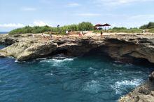 """游览蓝梦岛""""恶魔的眼泪""""景区!在巴厘岛行程中有两天自由行,同团的北京游客帮助在网上预定了去蓝梦岛的票"""