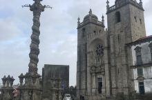 波尔图大教堂前的雕塑立柱是啥呢?