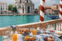 Breakfast in Venice