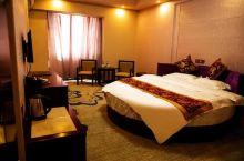 酒店环境整洁,房间布局堪称完美,优雅又不失情调,服务周到,让人无比舒心。给我营造了一种家的感觉,无论
