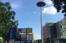 这个科创广场位于荔湾区芳村,只有一栋面积很大的建筑物。据说这里是人工智能研发中心和孵化器。这里低层是