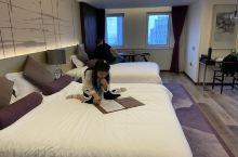 住的四人间,很宽敞,楼层很高,不用开空调,自然风很凉爽!难得价格和环境都满意 烟台万达格瑞特精品酒店