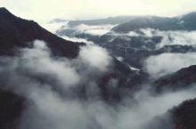 徐凫岩步云谷中,云雾缭绕,堪比仙境