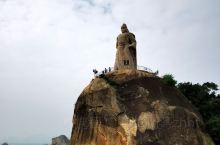 皓月园,民族英雄郑成功雕像屹立于覆鼎岩上
