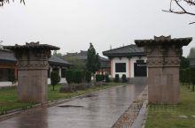 周瑜墓位于安徽省合肥市庐江县庐城镇,墓建于东汉建安十五年(公元210)。墓地约5亩,北域高约8尺,有
