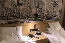 酒店很好,干净又舒服,而且价格也不贵,很值得入住,还有早餐送。很不错哦!
