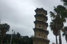 这座塔已经几百年了,依然屹立不倒,而且里面可以上去,质量真的让人折服,中国文化博大精深,古代的的智慧