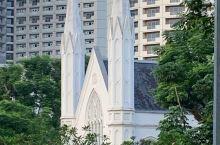 圣安德烈教堂,它是新加坡首座规模最大的圣公会教堂,由隆纳德·麦克佛逊上校于1856年设计并兴建,用以