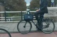 偶遇骑车上班的荷兰总理