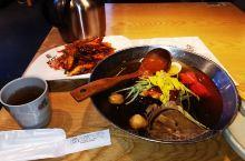 冷面是朝鲜族美食,在朝鲜族饮食文化中有着不可动摇的地位。营养丰富,汤味淡香、口感醇厚。 五味搭配得宜